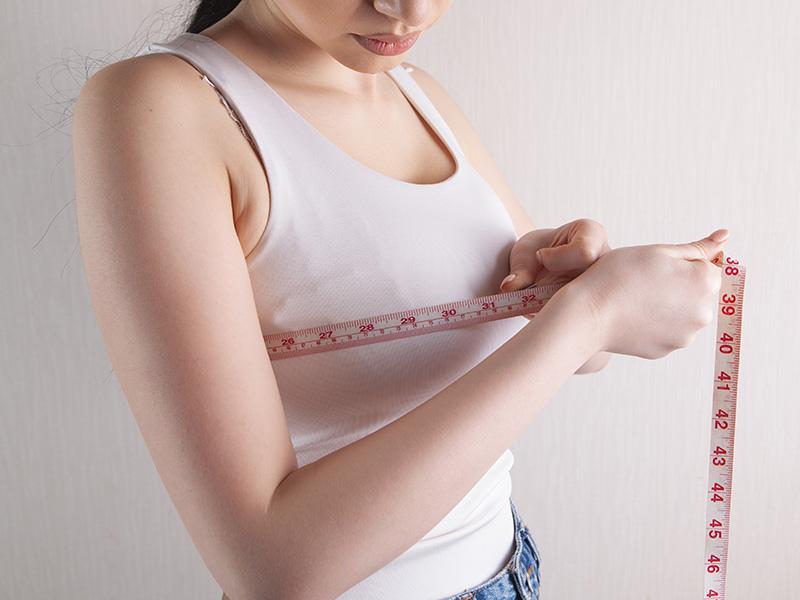ما هو حجم غرسات الثدي الملائمة لحالتي؟