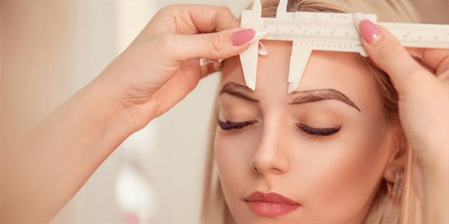 ما هي التعليمات التي ينبغي على المريض اتباعها قبل عملية زراعة شعر الحاجبين في تركيا؟